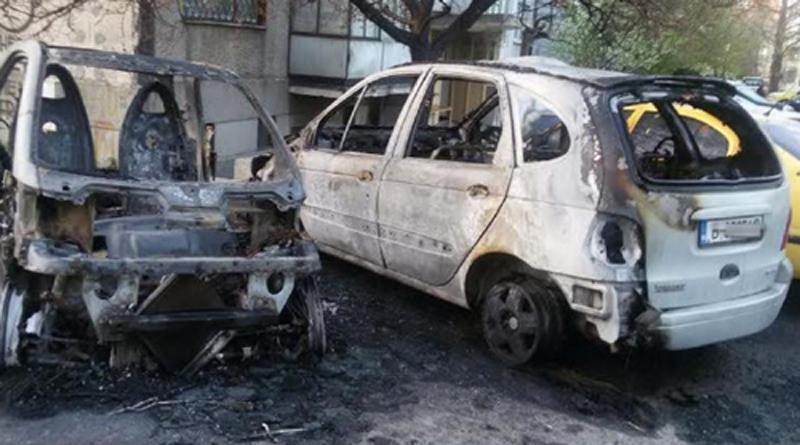 """Пожар унищожи автомобили в кв. """"Левски"""""""