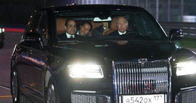 Путин се хвали с новата си кола, повози президента на Египет на писта за Формула 1