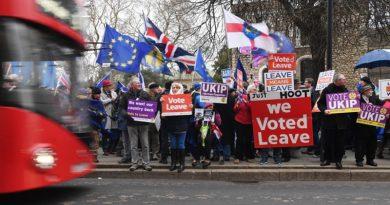 Какво следва, след като британският парламент отхвърли сделката за Брекзит