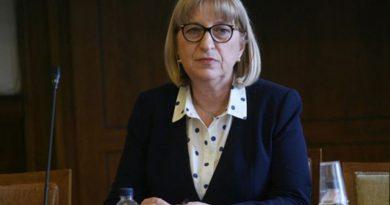 Цецка Цачева подава оставка заради скандала с апартамента